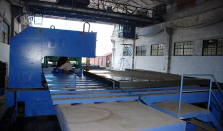 Steel sawing machine